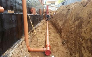 На какую глубину закапывать канализационные трубы?