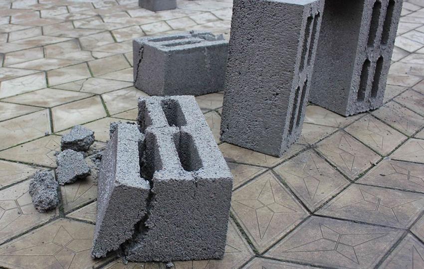 Преимущества и недостатки керамзитобетонных материалов