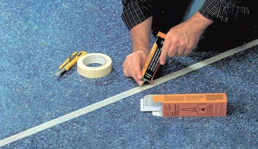 Как склеить линолеум встык. Обзор основных способов с инструкциями