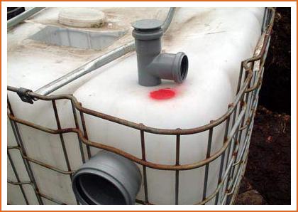 Верхние поверхности баков оборудуют отверстиями для вентиляции и очистки