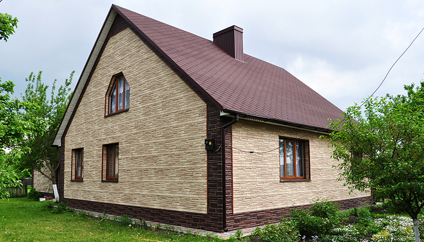 Отделка фасада цокольными панелями: преимущества и процесс монтажа